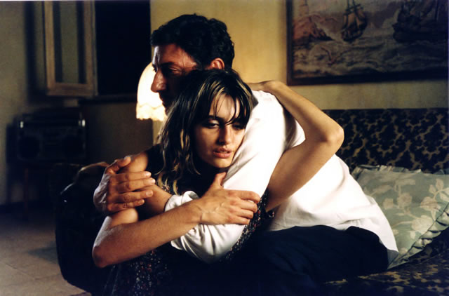 Sergio Castellito and Penelope Cruz in Non Ti Muovere