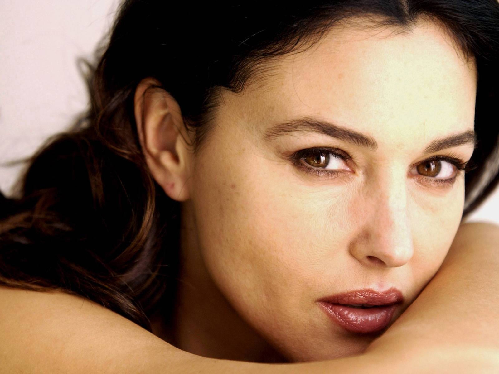 Monica-Bellucci-monica-bellucci-14168862-1600-1200