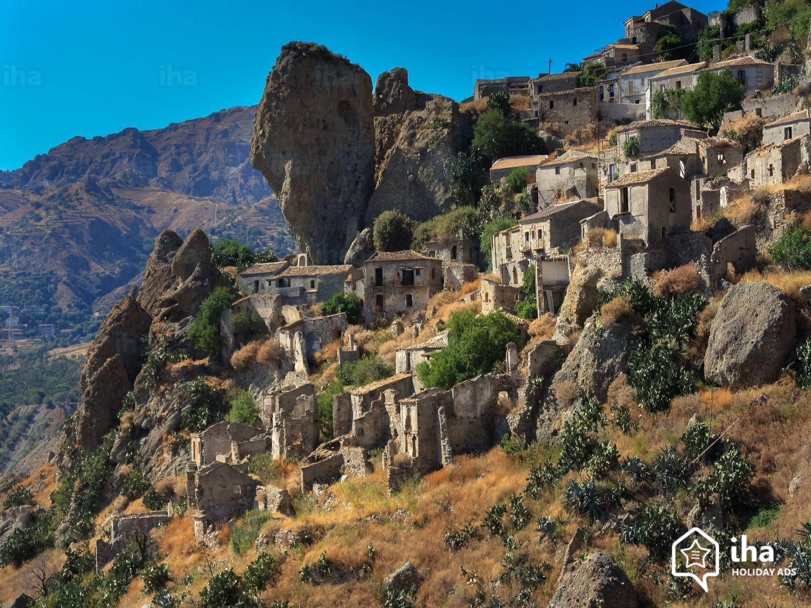 Calabria-Pentedattilo-a-village-of-aspromonte